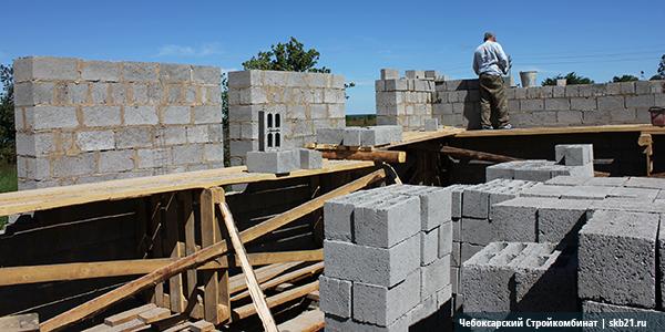 Строительство из четырехщелевых блоков